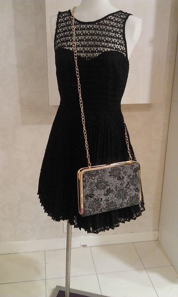 Petite robe noire et minaudière