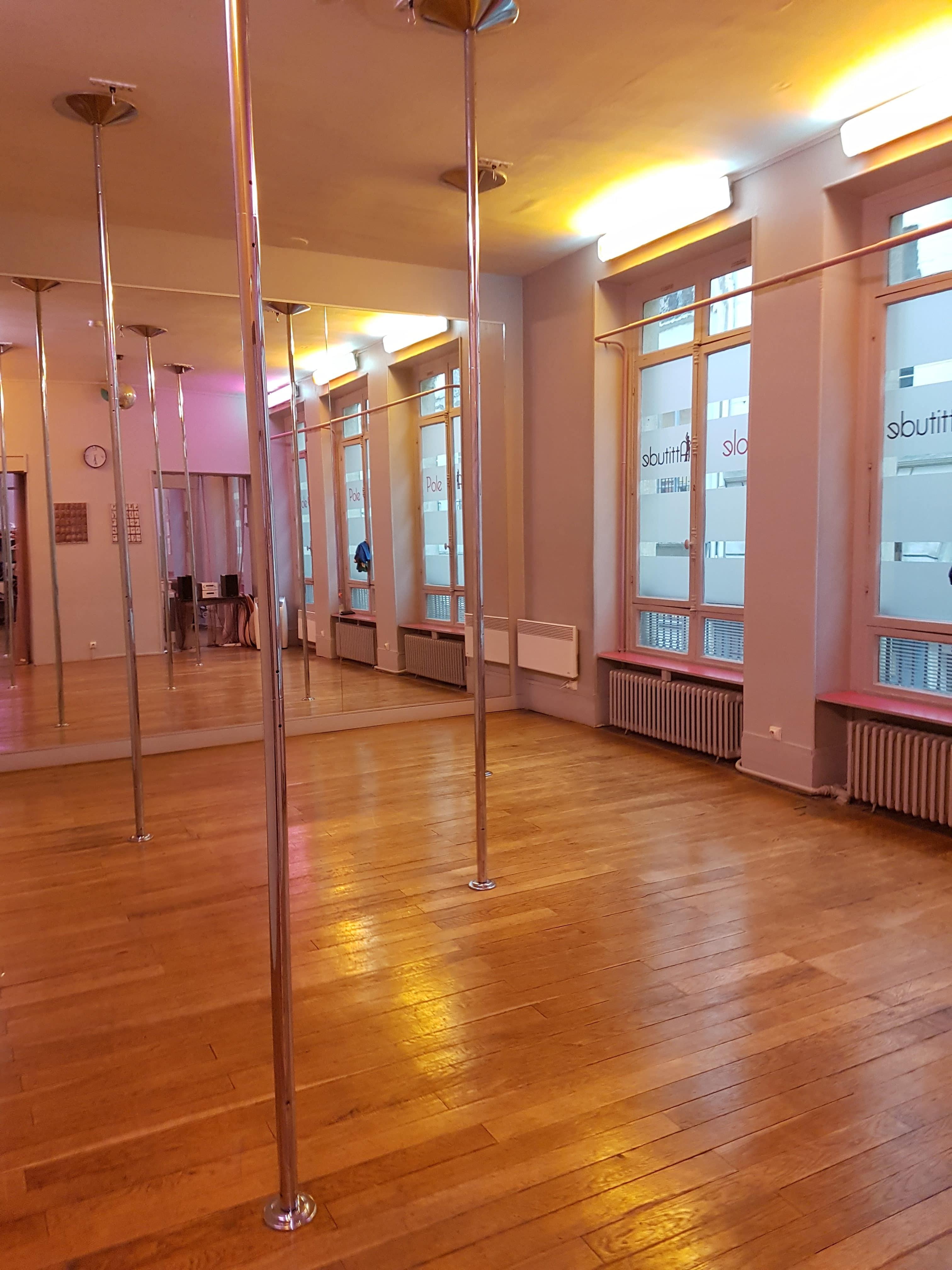 j 39 ai test et ador la pole dance. Black Bedroom Furniture Sets. Home Design Ideas
